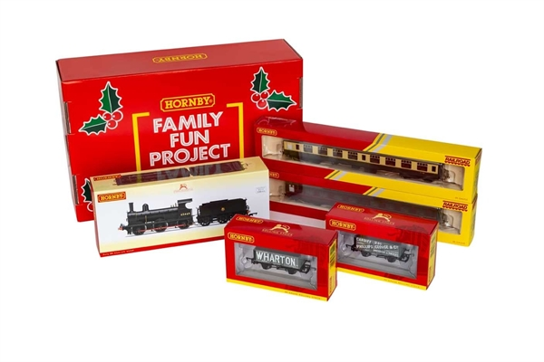 Hornby Family Fun Project Christmas Hamper Add On - OO Gauge Train Pack R30078